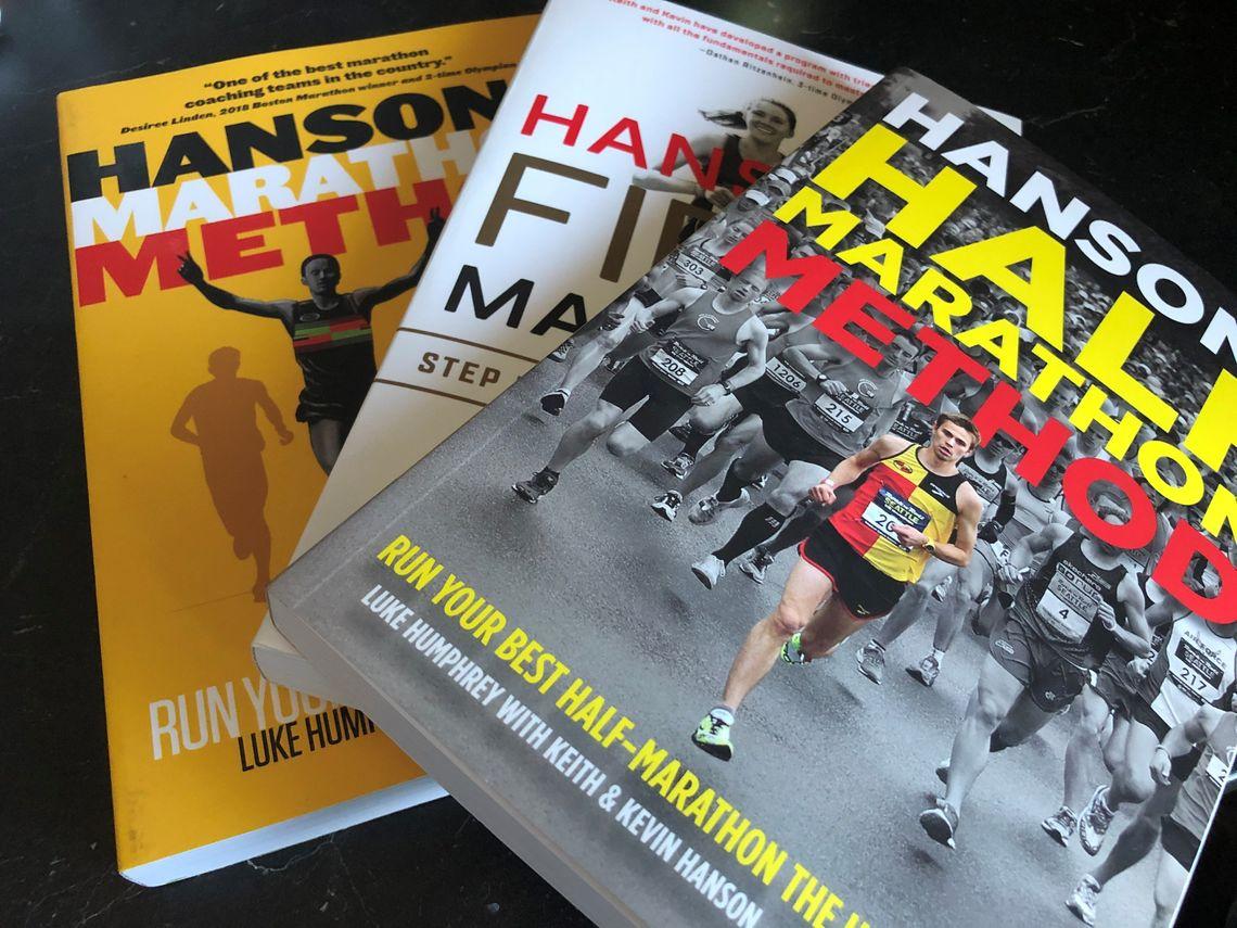 Tre bøker om trening mot maraton og halvmaraton er innkjøpt.