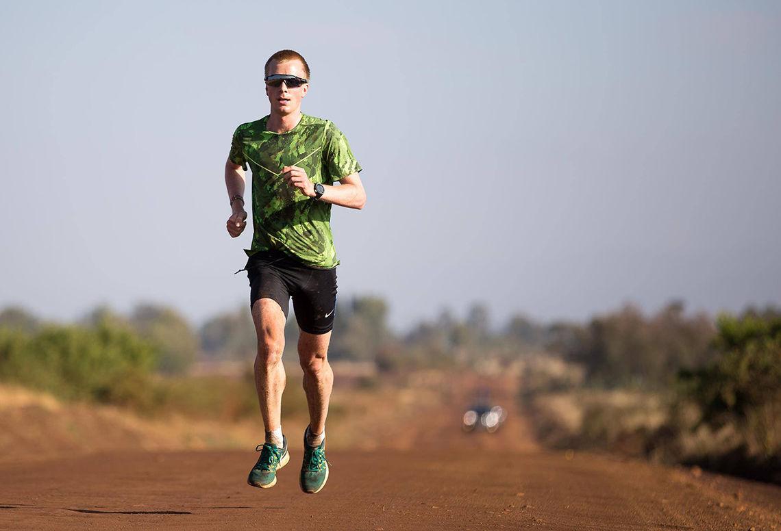 Sondre Nordstad Moen har foreløpig valgt å ikke reise heim fra Kenya. (Foto: Hannover Marathon)