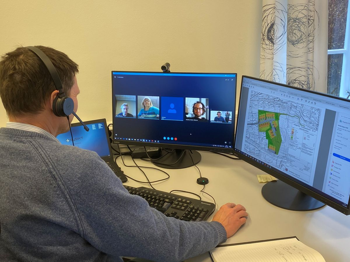 Arne Abrahamsen, kommunalsjef plan og samfunn, i eit Skype-møte mellom Sogndal kommune og Nordbohus AS om ulike bustadprosjekt.