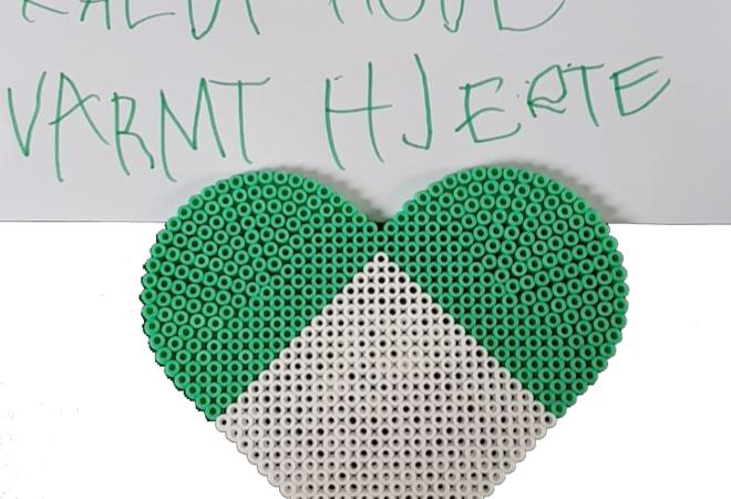 Perlet hjerte med tekst, laget av Annabelle Pisani Bakken på 6 år fra Orkanger