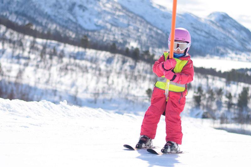 barn i skitrekk
