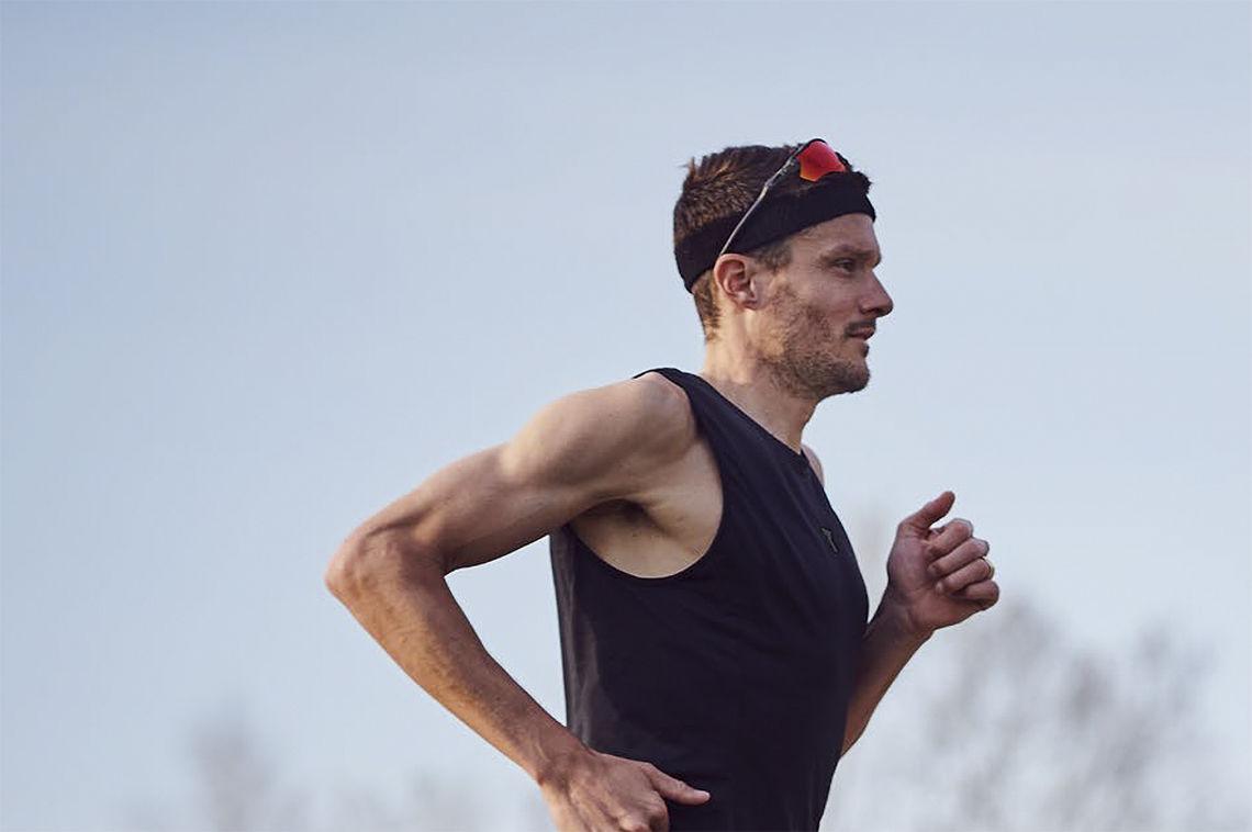 Jan Frodeno har vært en verdensener i triatlon i mange år. Nå brukte han posisjonen sin til å samle inn penger til gode formål. (Foto: Hoka)