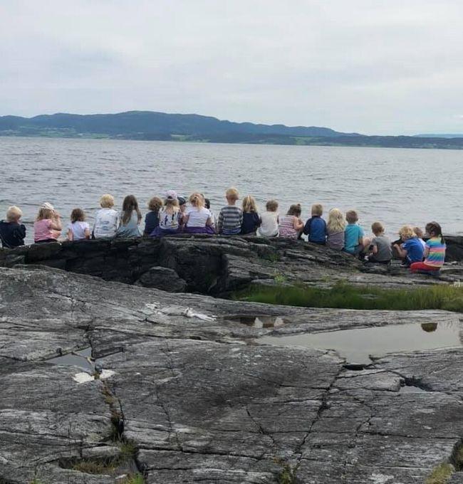 Barn ved fjorden