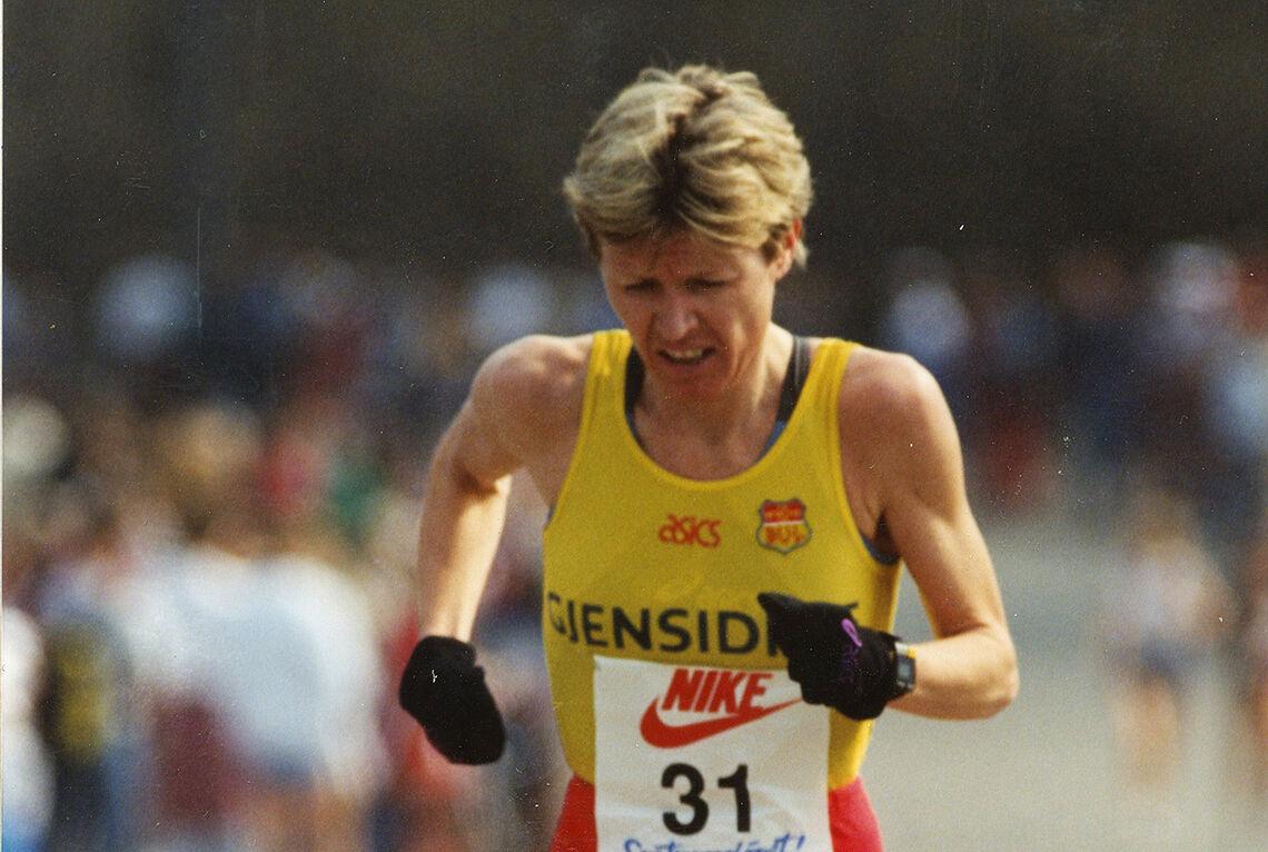 Ingrid Kristiansen kan i dag feire at det er 35 år siden hun satte verdensrekord på maraton i London. Her er hun i Sentrumsløpet noen år senere - i 1994. (Foto: Kjell Vigestad)