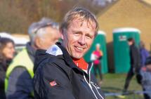 I 25 år har Nils Hetleflåt vært friidrettstrener. Her fra Nordisk Mesterskap i terrengløp i Danmark 2017 hvor han var lagleder for det norske laget. (Foto: Arne Dag Myking)