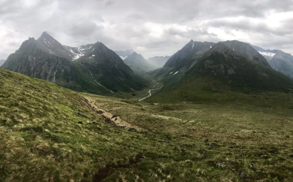 Ønsker du å oppleve et virkelig flott fjellmaraton, bør du ta deg en tur til Ørsta på Sunnmøre, mener artikkelforfatteren.
