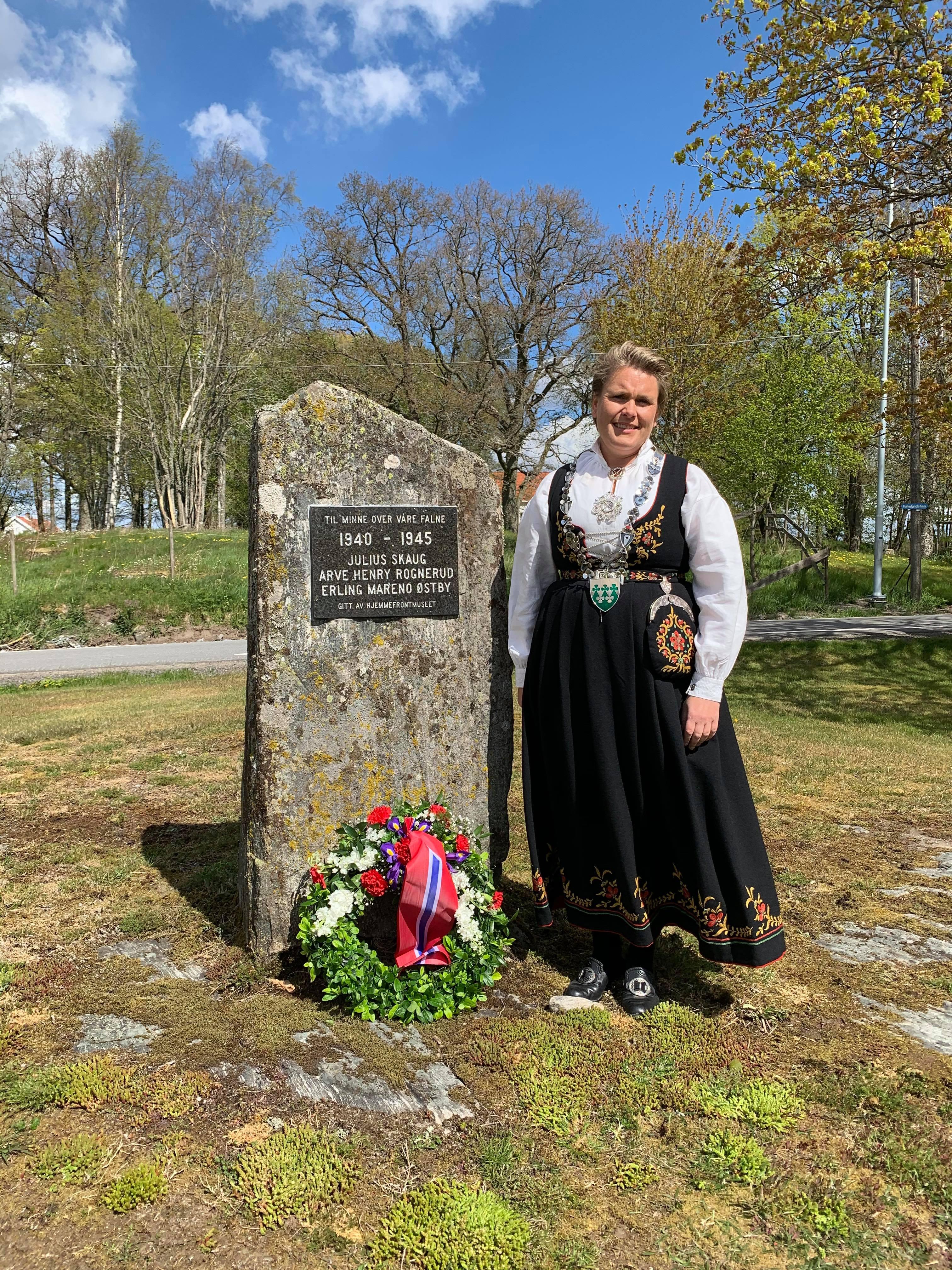 Ordfører Karline Fjeldstad_Bautamarkering 17.mai 2020 - Rakkestad kommune.jpg