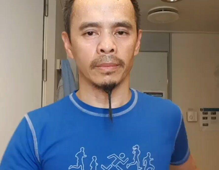 Daniel Cotanas Salvesen løp maraton i 8-tall i lugaren på 3x3 meter. (Illustrasjon fra Daniels video)