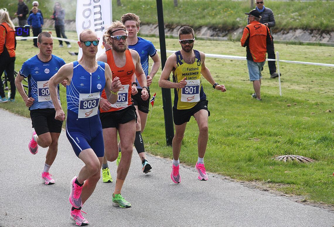 Tom Erik Halvorsen (903) tok kommando tidlig og vant på 31.28. Thomas Asgautsen (oransje singlet) ble nummer to. (Foto: Ingolf Dale)
