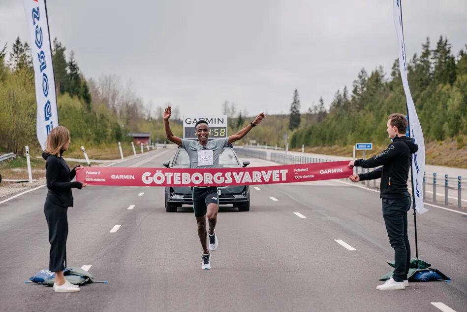 Suldan Hassan, som fikk streamet løpet sitt live, hadde den beste tida med 1.10.30. (Foto: Göteborgsvarvet)