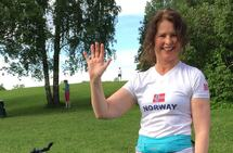 Marianne Røhme vinker og hilser