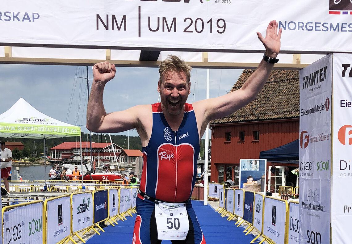 Mening midt i livet: Per Morten Hjemgård forteller om hvordan det å drive med triatlon har gitt livet og hverdagen et ekstra løft. (Foto: privat)