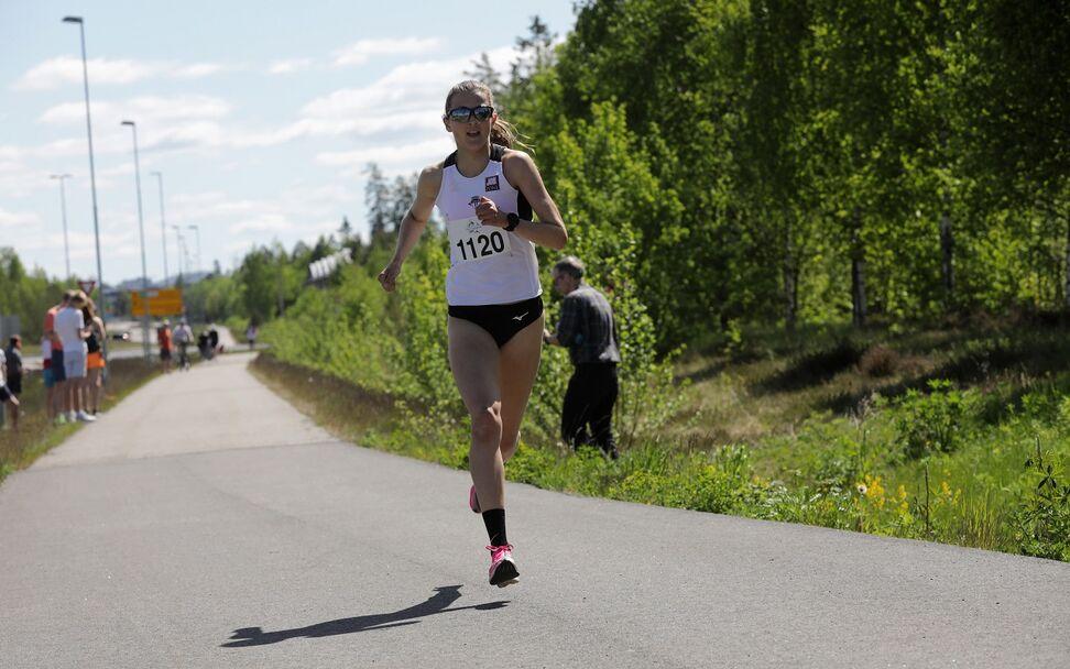 Sigrid Jervell Våg fra Tjalve vinner kvinneklassen på 16:20.