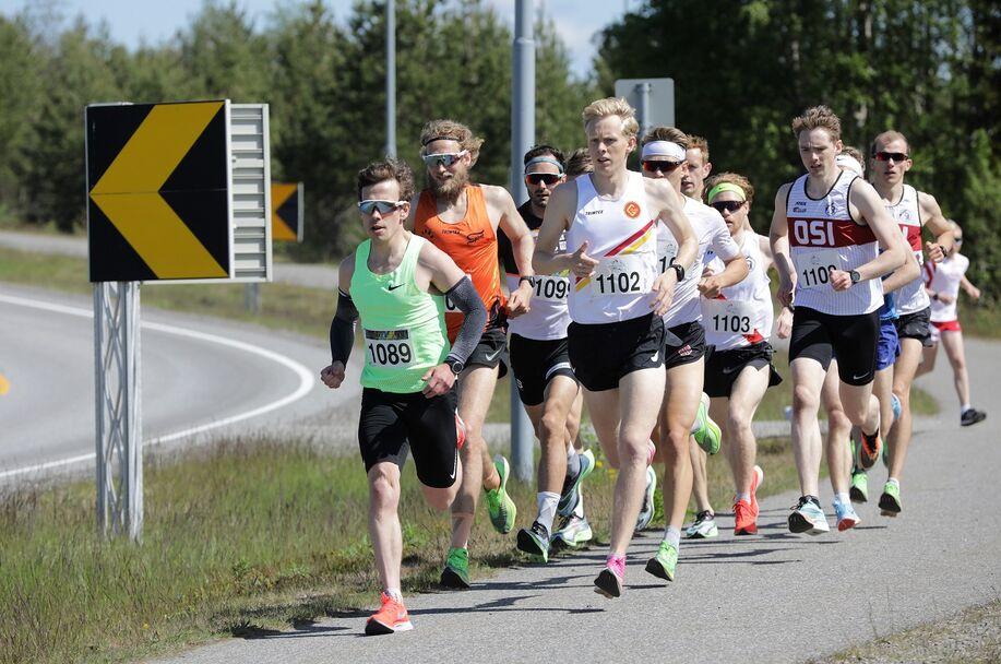 Verdensmester i langrenn på  50 km i 2019, Hans Christer Holund, teste løpeformen og ble 10. mann på 14.51.