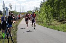 Kristian Blummenfelt vinner den intense spurten på 14.58. (Foto: Bjørn Hytjanstorp)