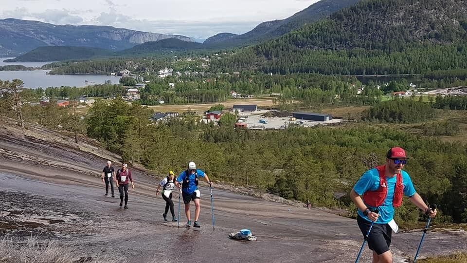 De fantastiske svabergene oppover Skuggenatten måtte passeres fem ganger for de som løp Skuggenatten Ultra. (Arrangørfoto)
