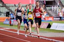Filip Ingebrigtsen hadde hjelp av både lyshare og menneskelige harer da han satte norsk rekord på 1000 m. (Foto: Sylvain Cavatz)