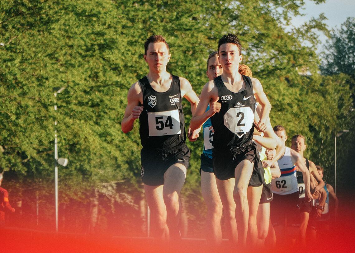 Joel Ibler Lillesø og Axel Vang Christensen fortsetter å imponere, nå på 3000 meter innendørs. Bildet er fra et 5 km gateløp i fjor. (Foto: Christian Jørn, Dansk Atletik)