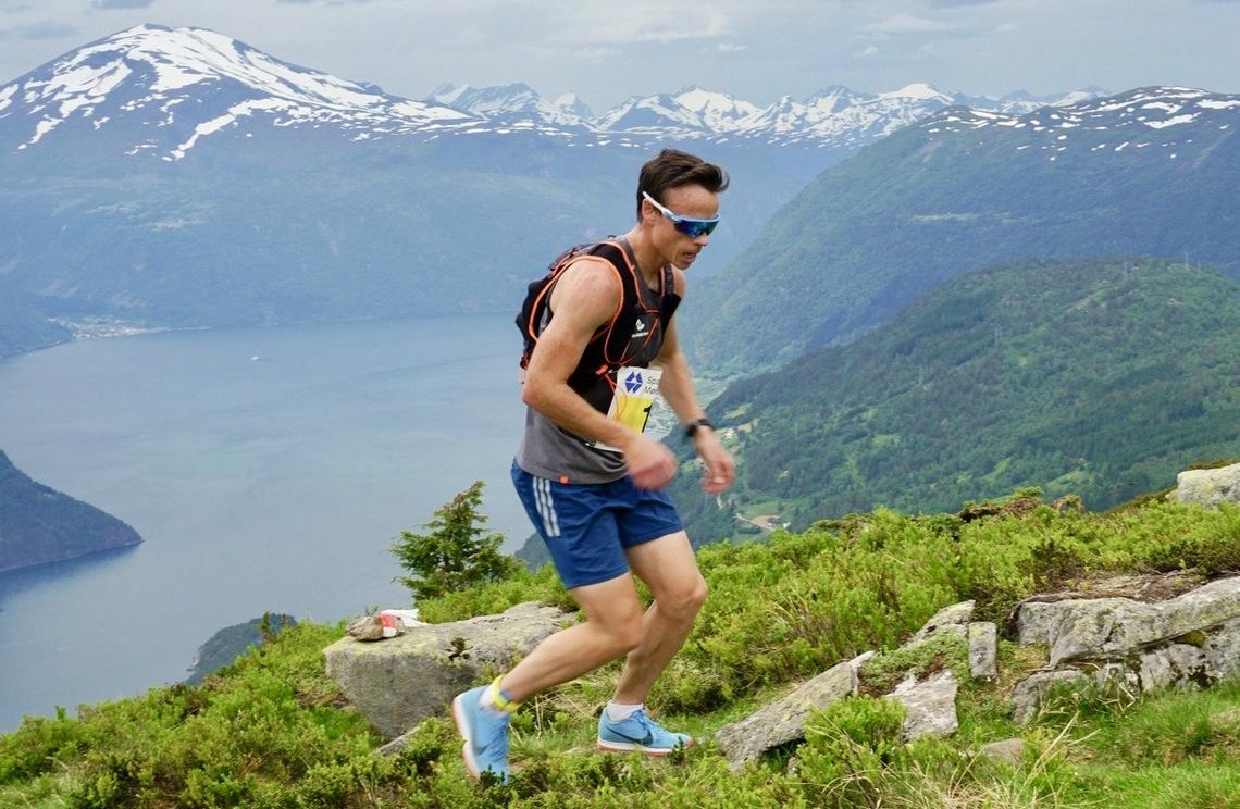 Johan Bugge liker seg godt på Mefjellet og har deltatt 12 ganger i motbakkeløpet. Foto: arrangør