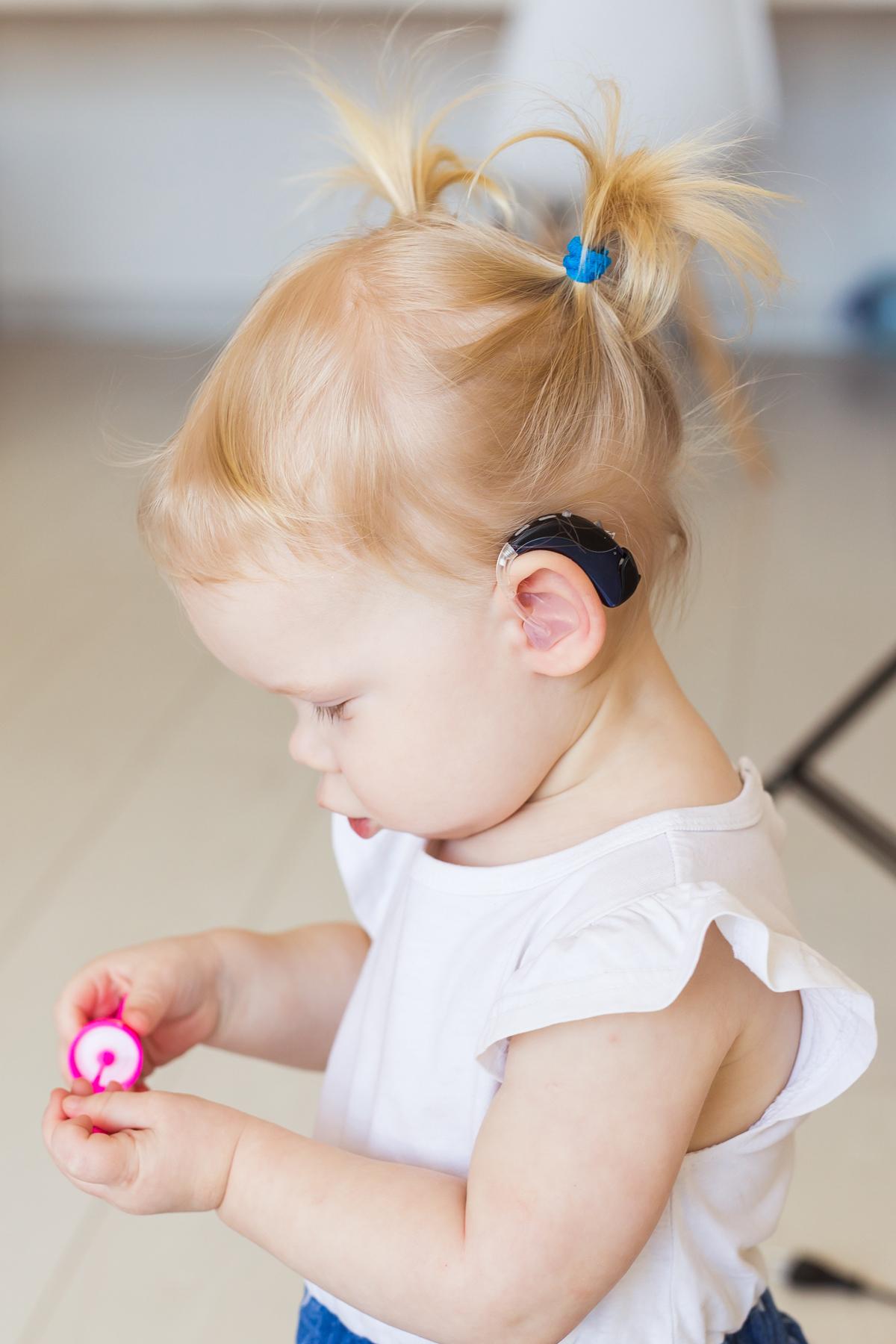 Jente med høreapparat b1200 240dpi.jpg