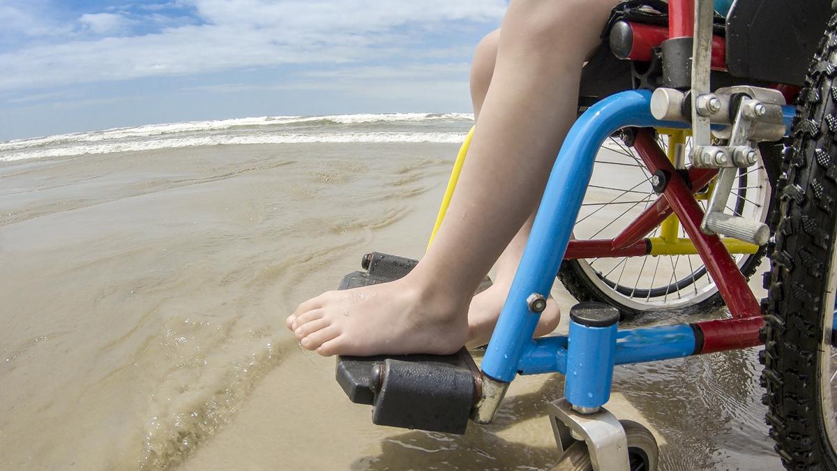 Rullestol på strand b1200 300dpi.jpg