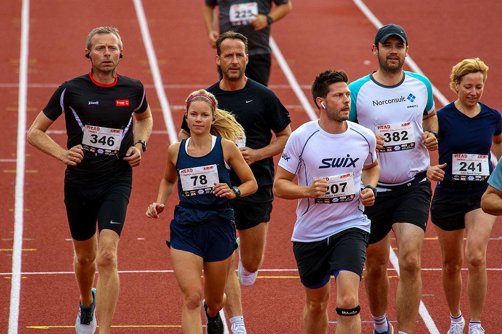 Ole Åstveit, Ida Sjøstrøm, Jarle Aadland, Fredrik Stausland, Endre Thomassen og Sølvi Nyvoll Tangen løper ut i en av de mange startpuljene. (Alle foto: Arne Dag Myking)