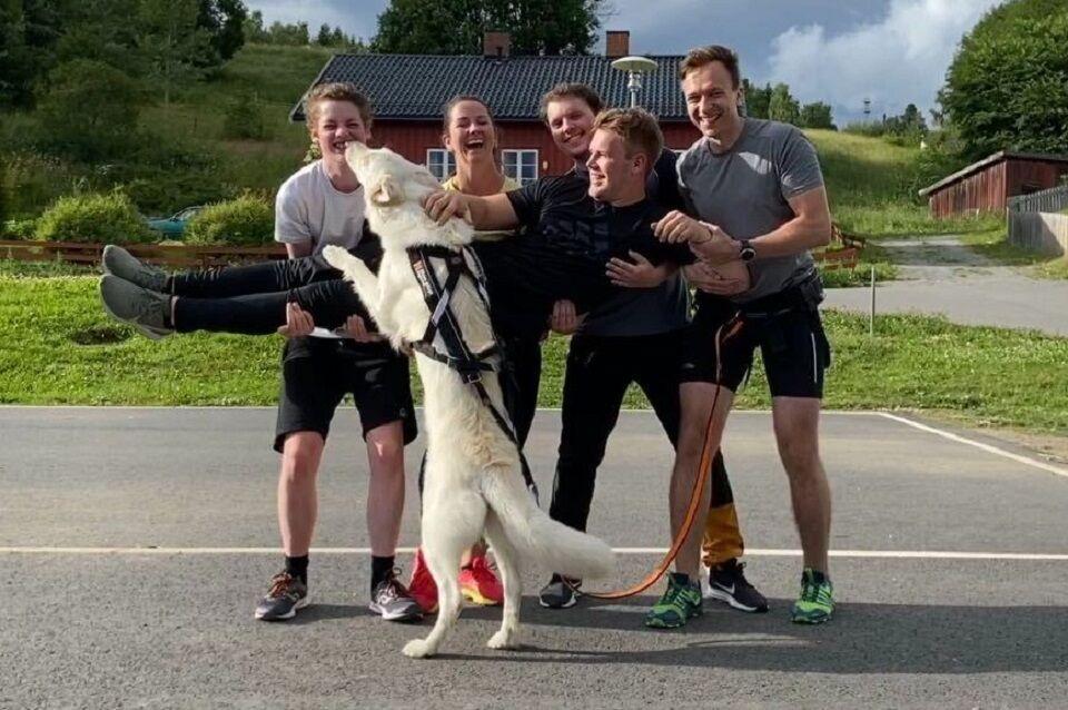 Løpeglede for to- og firbeinte ved Hol barnehage i Hamar. (Arrangørfoto)
