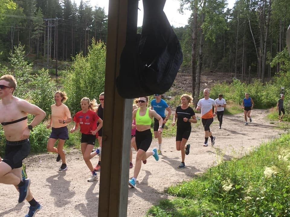 En koronatilpasset start på Borredalen Rundt med 35 deltakere. (Foto: arrangøren)