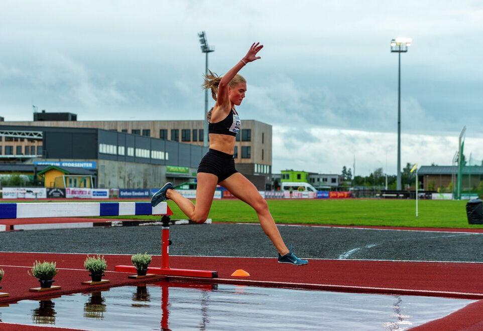 Andrea Modin Engesæth har hinder som sitt spesiale, men løp nå 1500 m. (Arkivfoto: Arne Dag Myking)
