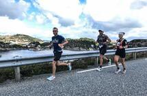 Fred Andersen, Arvid Haugen og Therese Falk var de klart raskeste løperne første dag av Bømlo Ultrafestival. (Arrangørfoto)