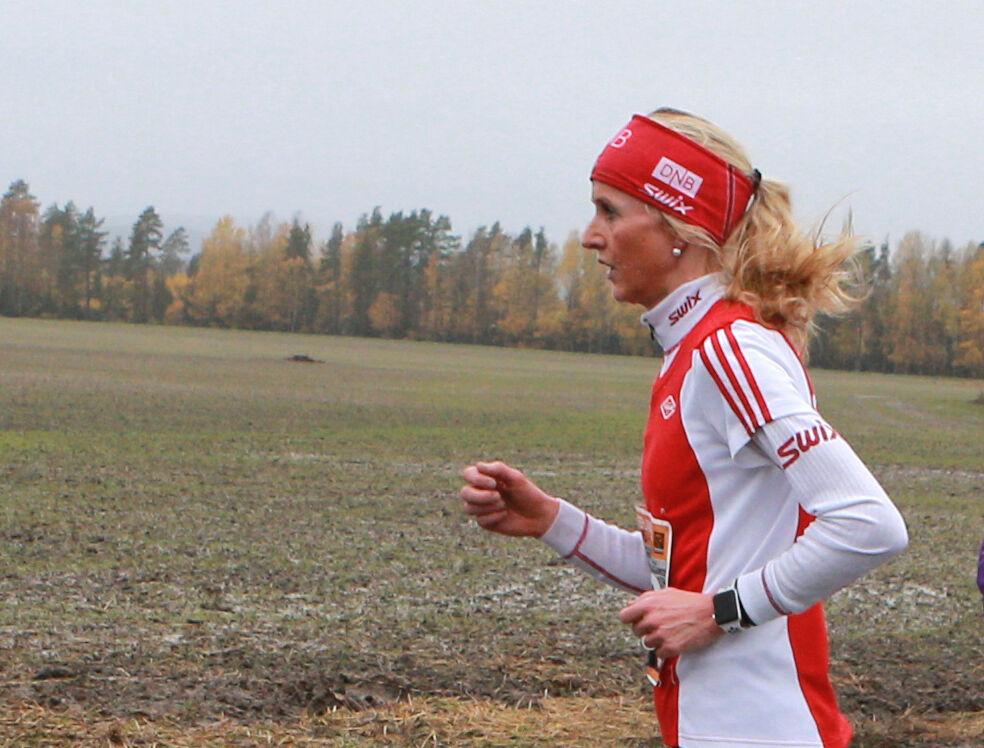 Torhild Dybwad Mathiesen løp fort da hun var ung og tok blant annet NM-gull på 5000 m i 1993 med 16.25,27. Nå er hun blitt 52 år og er en av landets beste veteranløpere. (Arkivfoto: Kjell Vigestad)