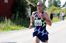 Sondre Nordstad Moen med 100 meter igjen til mål etter en veldig sterk avslutning på 10-kilometeren. (Foto: Olav Engen)