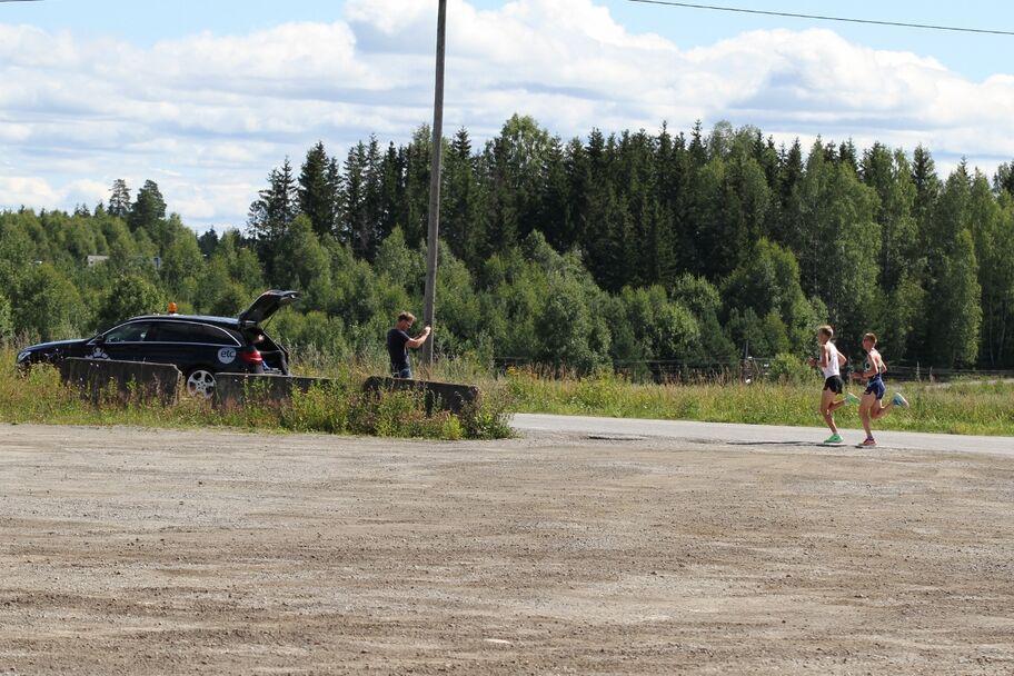 IMG_8135_Sigurd_og_Sondre_20meter_bak_følgebilen_4km (1280x853)
