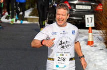 Artikkelforfatteren var Norges mestløpende ultraløper for noen år siden. Tidligere i år rundet han også 150 maratonløp, og bildet av Per Gunnar Alfheim er fra et av løpene i Maratonkarusellen i Bergen. (Foto: Arne Dag Myking)