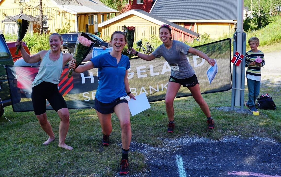 Det skilte bare tre minutter mellom de tre raskeste i kvinneklassen; Linnea Richter (2. plass), Åsa Langen Westlie (1. plass) og Trine Larsen (3. plass). Foto: Arrangøren