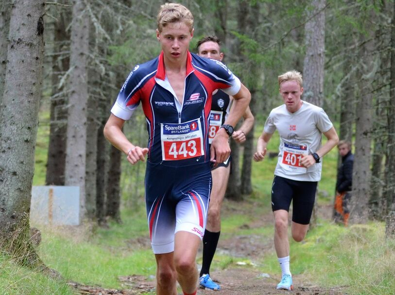 Østen Brovold Midstundstad tidlig i løpet med Magnus Salberg og Magnus Sedeniussen i rygg.