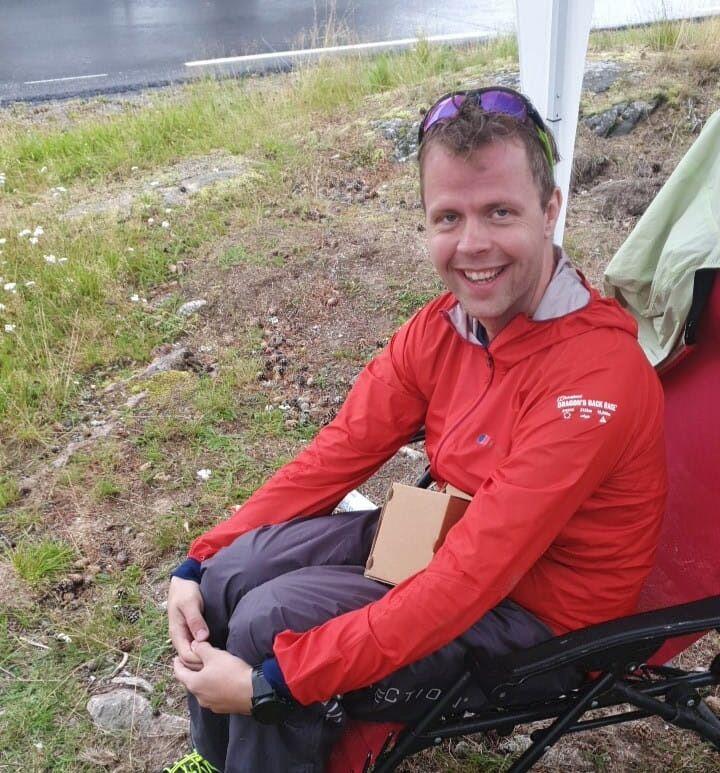 Jørgen Grøndal er framme ved Rokosjøen etter 174 km, det var det lengste noen av årets deltagere kom i terrengultraløpet GNT400. (Foto: Fulvio Øksendal)
