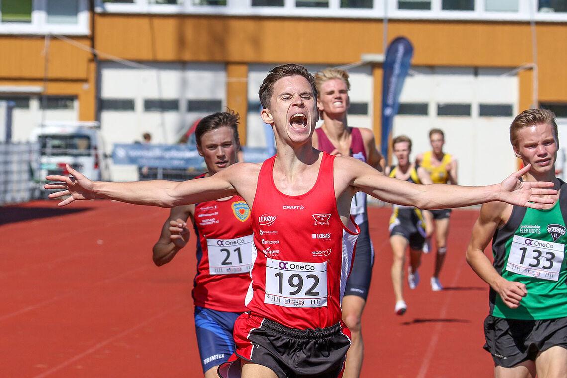 Magnus Gjerstad kan slippe jubelen løs når han går i mål foran Magnus Tuv Myhre og de andre favorittene. (Alle foto: Arne Dag Myking)