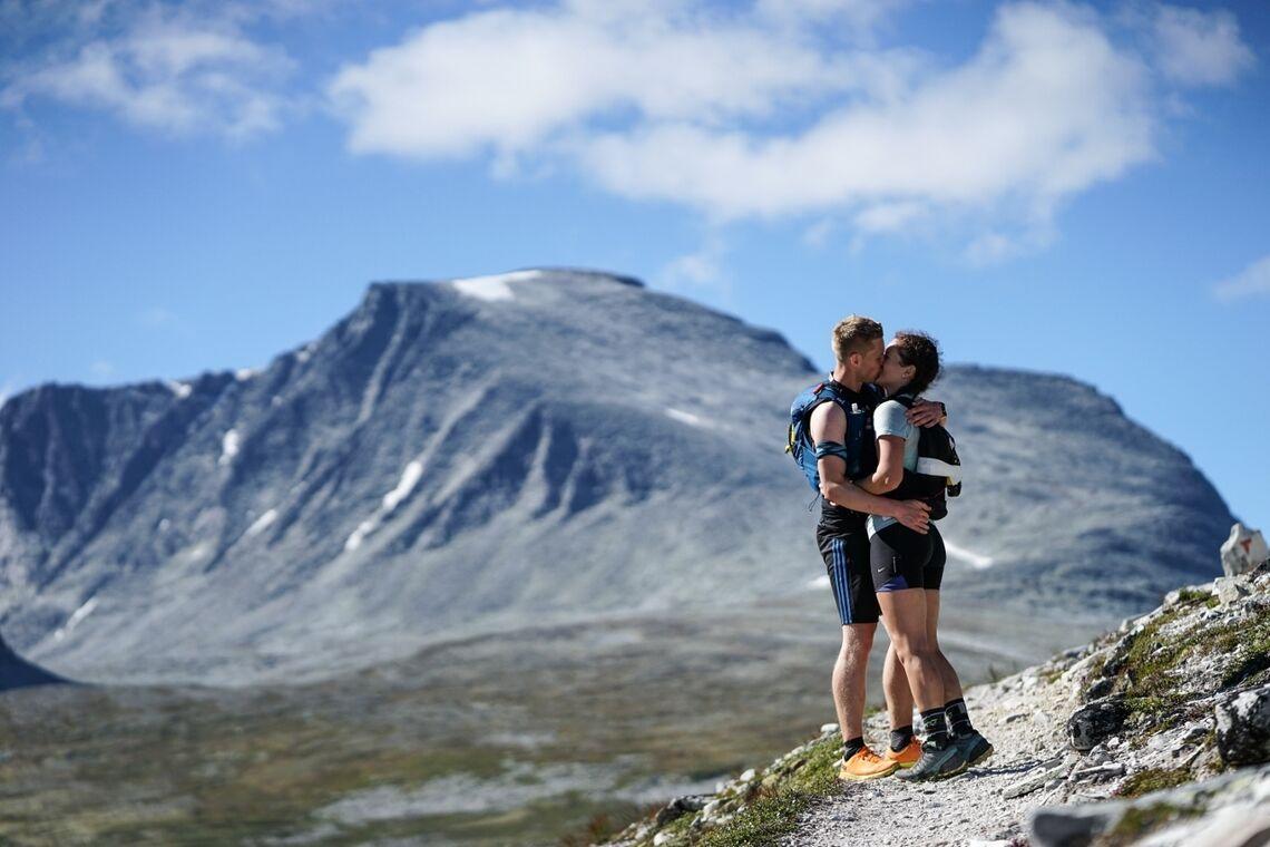 Det er lett å bli forelsket i slike omgivelser som møtte løperne i Rondane 100. For ordens skyld: Det er ikke løpets vinnere på bildet. (Foto: Tore Martin Søbak Gundersen)
