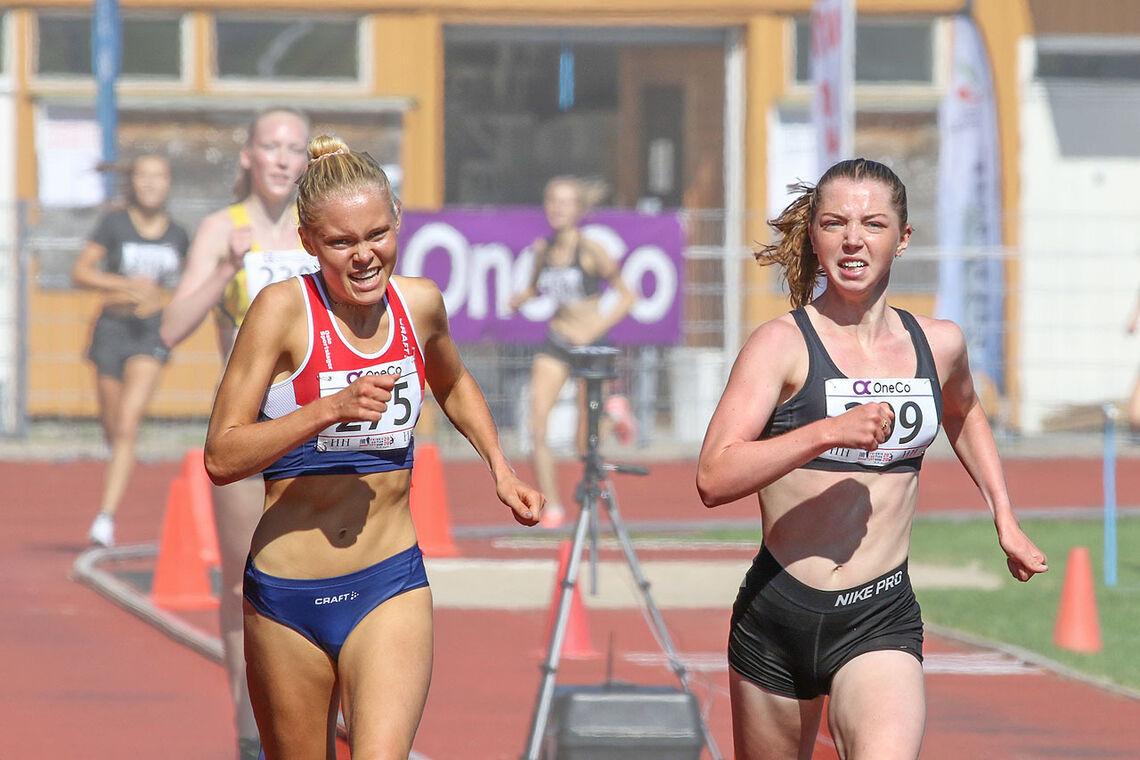 Christine Næss og Mari Roligheten Ruud spurter inn til hver sin NM-tittel på 3000 meter. (Alle foto: Arne Dag Myking)