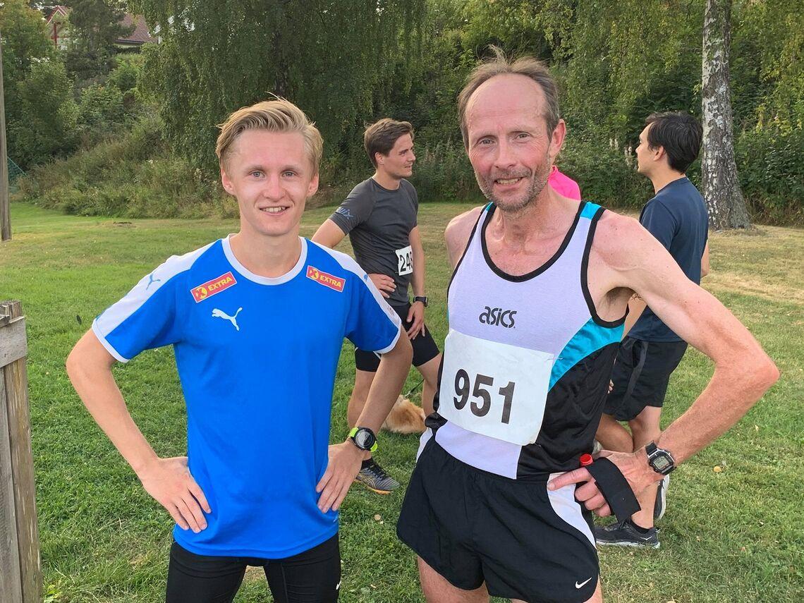 Nils Dompidal (til h.) satte den gamle rekorden på Sveum åtte år før den nye rekordholderen, Petter Johansen, var født! Torsdag løp de i mål etter 25 runder med ti minutters mellomrom. (Foto: Henning Mortensen)
