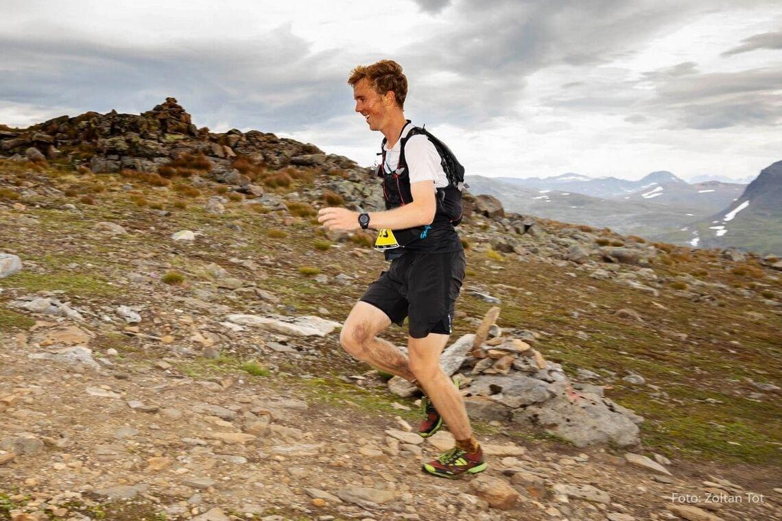 Erland Åkra Eldrup i suverent driv over fjellet. (Foto MSM, Zoltan Tot)