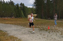 Petter Johansen spurter inn til seier i Stavåsen.