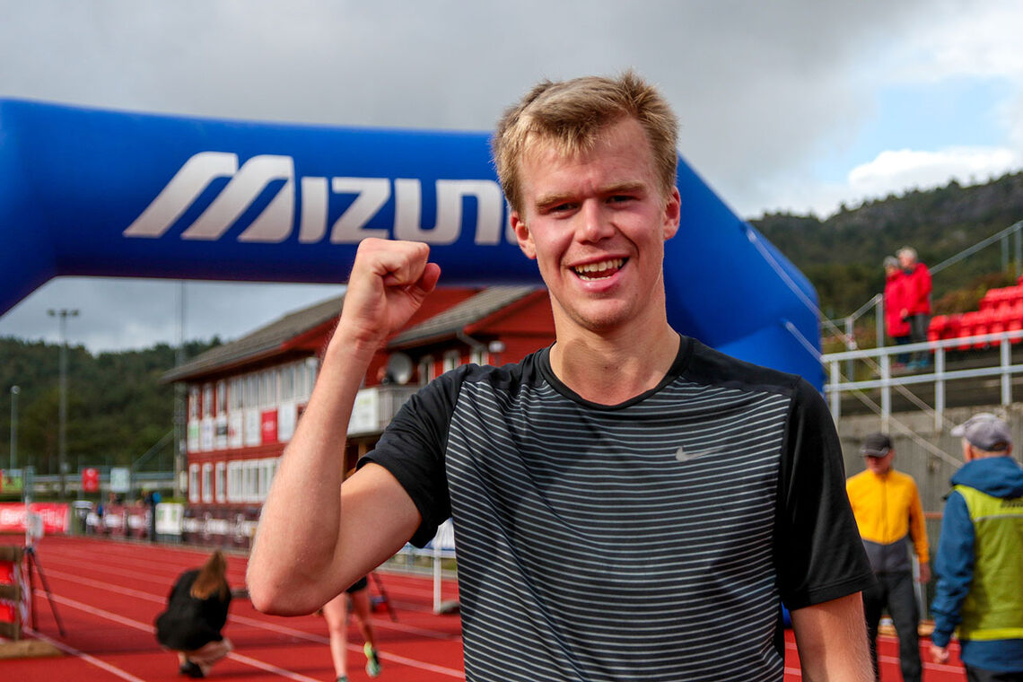 Sigurd Ruud Skjeseth holdt unna forfølgerne helt til mål og kunne innkassere seieren i Knarvikmila. (Alle foto: Arne Dag Myking)