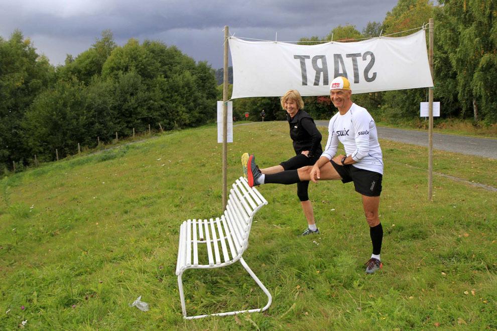 02  Det er behov for å tøye ut også før start - Hege Skari og KjellSøbye.jpg