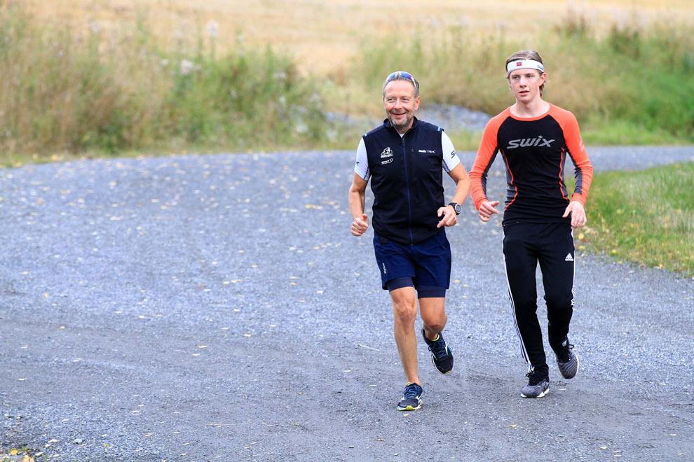 07 Far Eirik Torbjørnsen og  sønnen Andreas Gjerdet var i godt humør da de kom til startområdet etter fullført løp  IMG_4404.jpg