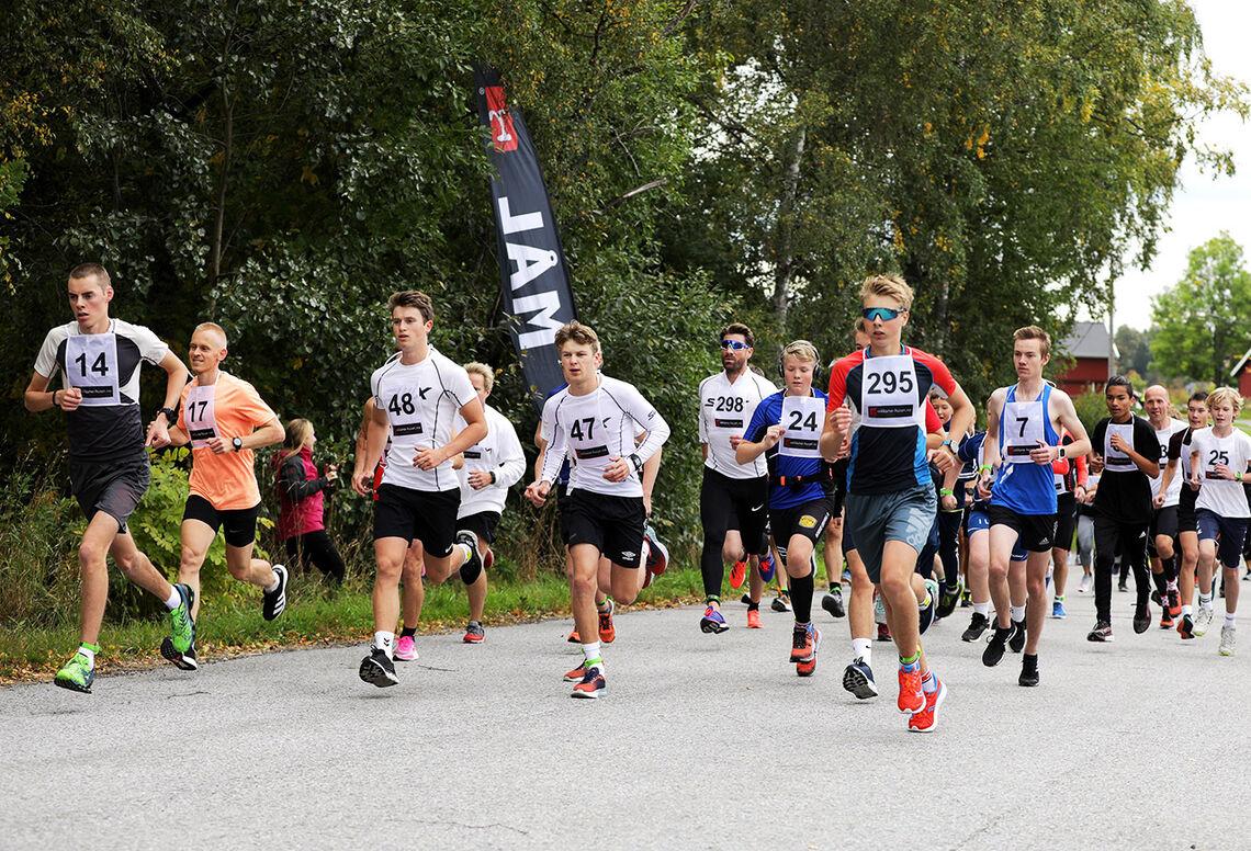 Starten har gått, og Bård Gunnar Brun (14) har allerede sikra seg en framskutt posisjon. (Foto: Bjørn Hytjanstorp)