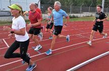 Det går unna i svingene på friidrettsbanen på Terningmoen når Kondistreninga drar i gang hver torsdag.