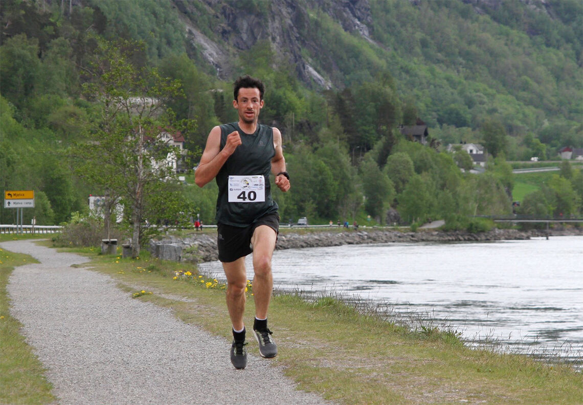 Her ser vi Kilian Jornet da han vant Åndalsnesløpet i fjor. Hva kan han klare i et sterkt felt i ei rask 10 km-løype? (Foto: Helge Fuglseth)