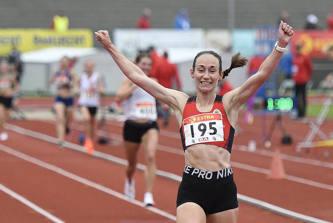 Vienna Søyland Dahle var klart raskest i et sterkt kvinnefelt i Sandnes. Bildet er fra årets hoved-NM i Bergen der hun løp inn til gull på 10 000 meter. (Foto: Bjørn Johannessen)
